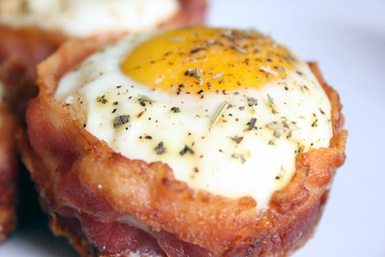 egg and bacon breakfast muffin cups