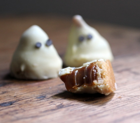Halloween Recipes: White Chocolate and Dulce de Leche Ghosts