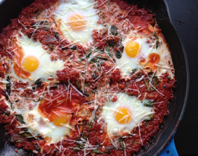 Quinoa-baked-eggs-with-spinach-and-pancetta