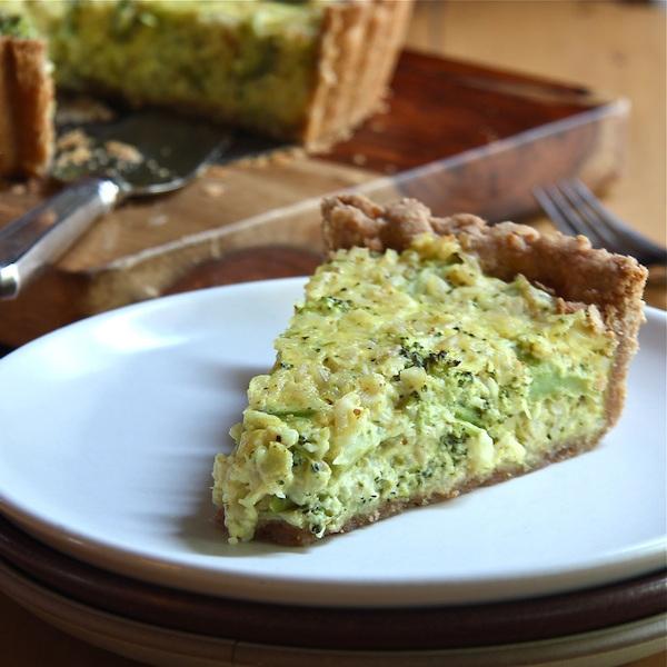 broccoli-cheddar-quinoa-casserole-600